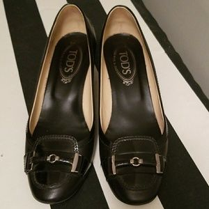 Tod's black leather pumps size 39 (9M)